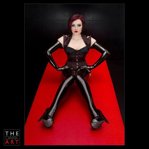 latexfetishblog:  (via Balance by ~DaeJoon on deviantART)