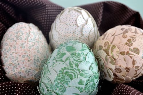 Paper Punched Easter Eggs | Niki In Stitches I love this super simple Easter egg decoration idea! I have lots of bowls, glass hurricanes and vases that these little eggs would look just beautiful in!