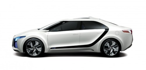 Nice car design by Hyundai: Hyundai Unveils Hydrogen Fuel Cell–Powered Blue² Concept at Seoul Auto Show (via Car and Driver Blog).