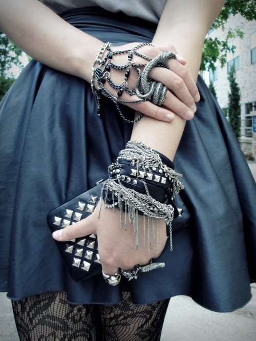 dollymonstah:   ☯odd fashion✞  accessory want #1  Want want want! hahaha :D