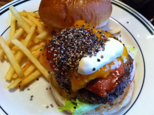 pepper & cheddar burger at village / vanguard, kichijōji