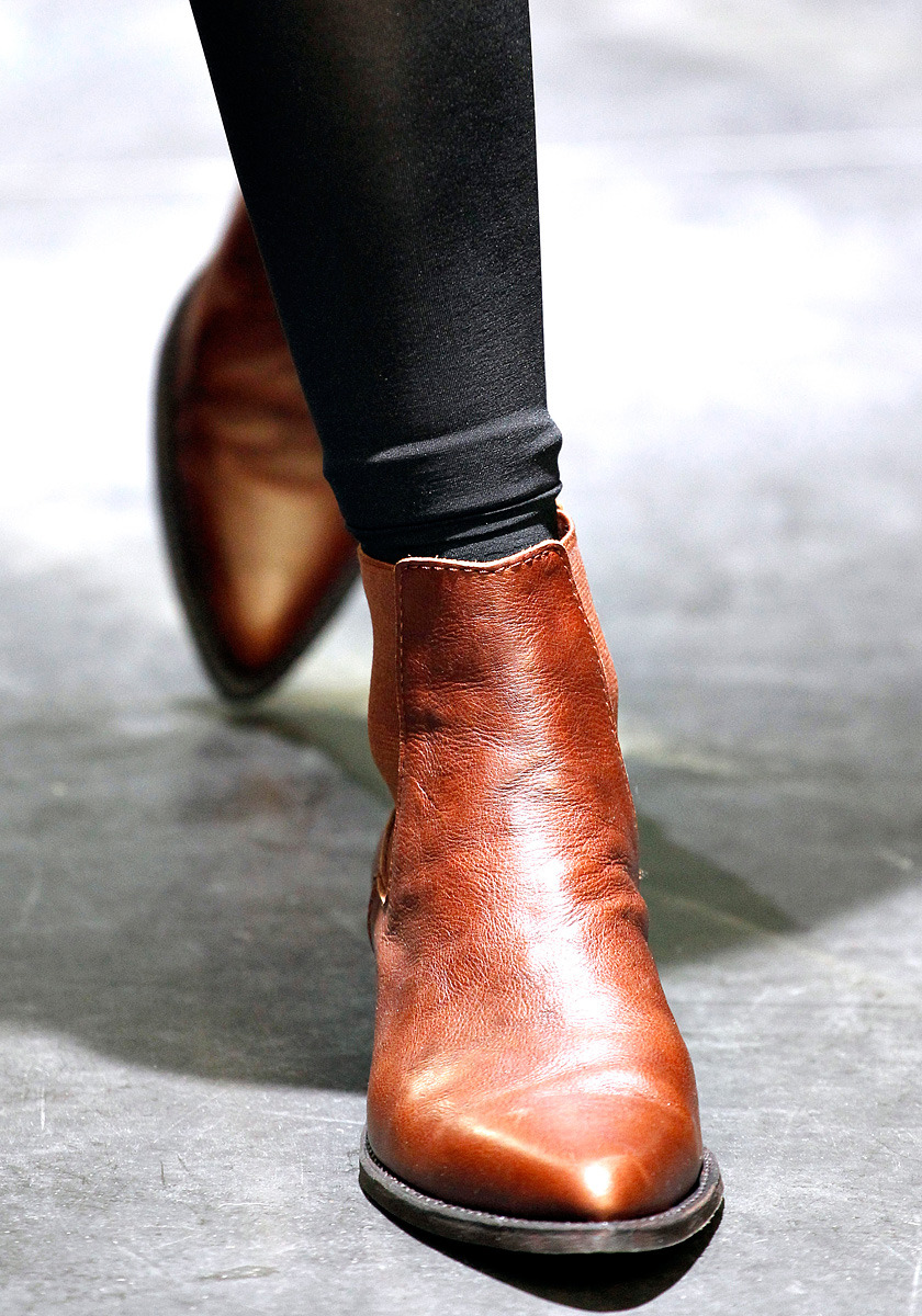 indianlily:  Where can I get pointed boots like this?
