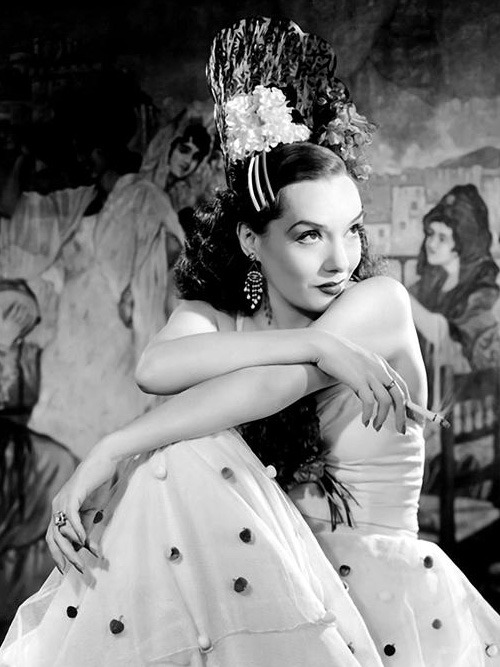 creepingirrelevance:  Lupe Velez smokes.