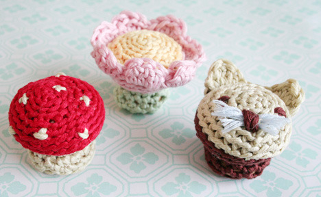craftjunkie:  Nice Knobs! {How To} I like em! They would be so cute on a chest of drawers. :] Found at: http://www.pickles.no/