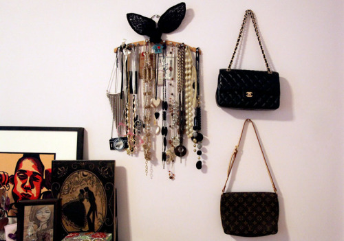 DIY Necklace Organizer Finally organized my necklaces and hung the bags up. Today was supposed to be a rest day, but cleaned up the house and my room. It was long over due.. kinda embarrassed to invite friends over because it gets so messy.