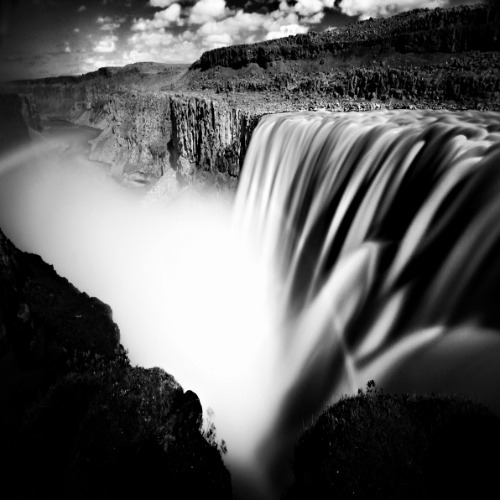 Awesome shot of Dettifoss.