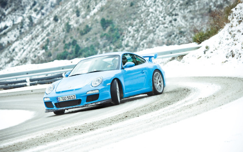 porschelove:  Riviera Blue Porsche 911 GT3 (Type 997 MK II) drifting on a snowy mountain (via twelvetenths)