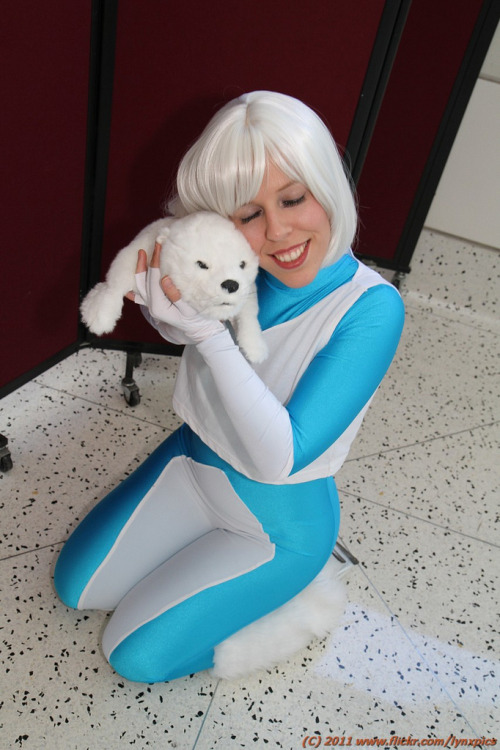 Ice Cosplay at Wondercon 2011 by Rozanna Meta. Photo by LynxPics. (Source)
