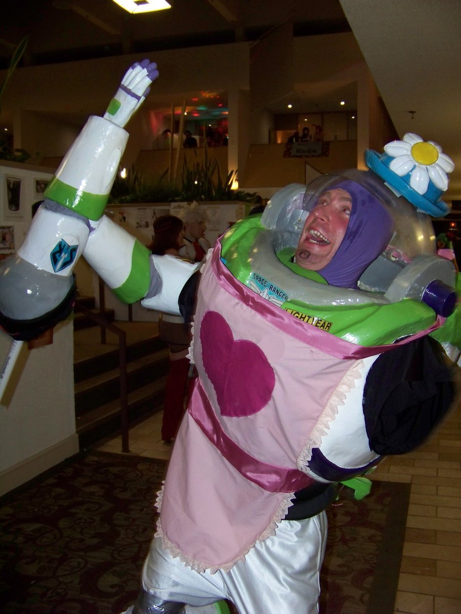 lolzpicx:  Epic Cosplay of the Day: Mrs. Nesbit   XD