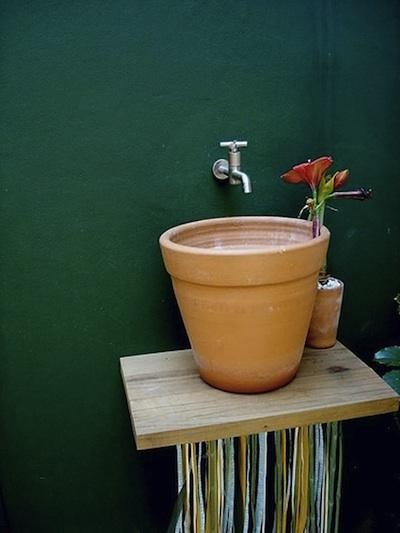I sooooooo want to put one of these in the back yard! http://remodelista.com/posts/diy-simple-outdoor-sink