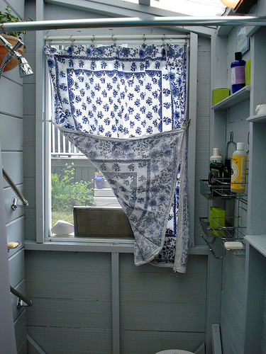 raccoonstudios:  confettigarden:  (by On Bradstreet)  … simple curtain ….