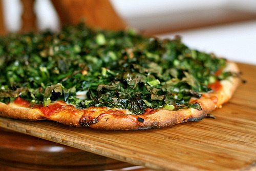 Spicy Roasted Kale Pizza | The Kitchen Sink Seems like a great way to take advantage of the seasonal greens. juliasea:  For when there's time. (And lots of kale.)