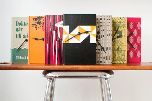 getcreativewithpenguin:  Colorful book clocks! I wish I could find vintage books that looked like this. Via Hilda Grahnat.