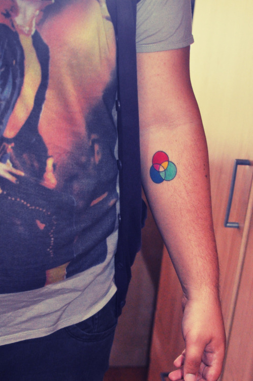 "fuckyeahtattoos:  ""Colours are whatkeep me alivecolours are whatto hold in my head""sometimes when I just need color in my life I look to my color system."