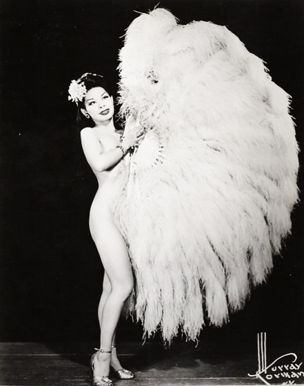 vintagegal:  Burlesque Dancer Noel Toy Young 1940's