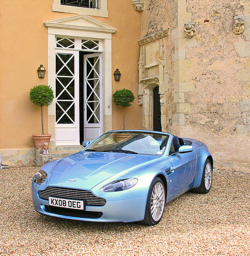 carpr0n:  Perfect sapphire Starring: Aston Martin V8 Vantage (by poumique)