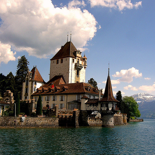 Oberhofen am Thunersee, Switzerland (by eyeflyer)