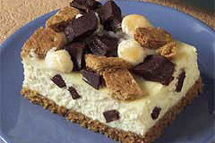 (via S'Mores Cheesecake Squares recipe) Maybe making this tonight!