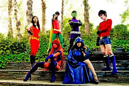 What can I say? This team wows me with their group cosplays a lot.  Cosplayers: ohjimmyboy as Beastboy || camilliette as Raven || bluevis as Robin || bheng-bheng as Starfire || dasutin26 as Aqualad || Akane as Wondergirl || Photo by James Pan
