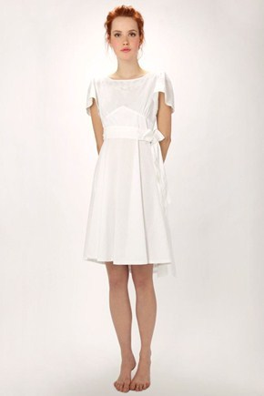 Cute, simple informal wedding dress, this would be sweet for a casual, intimate afternoon garden wedding!