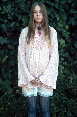 iheartnorwegianwood:  Michelle Phillips…so young!