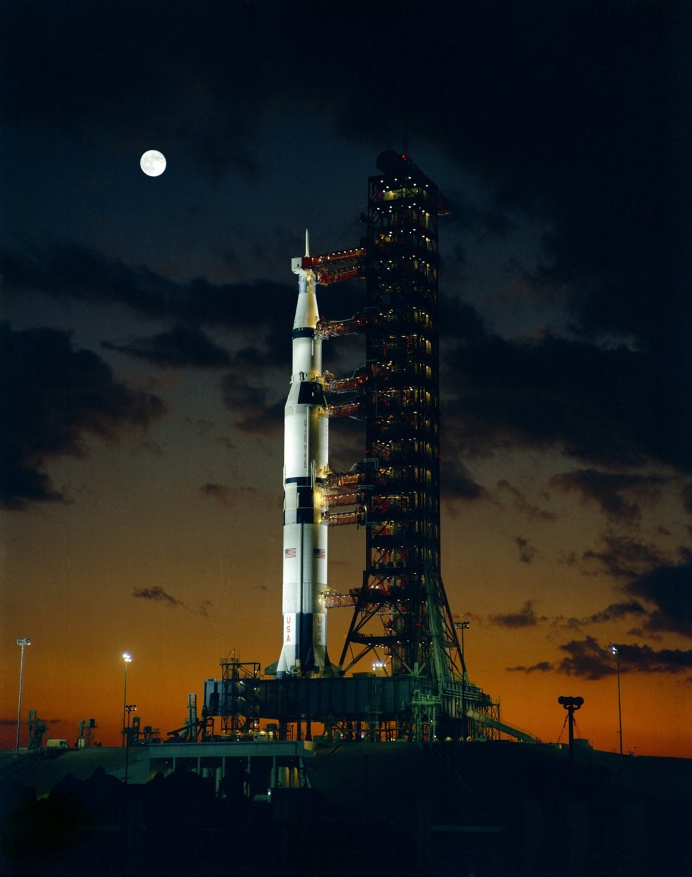crookedindifference:  The first Saturn V to launch: Apollo 4, 1967