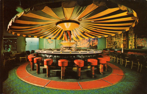 kitschyliving:   1960's at the rotating Carousel Bar in New Orleans' historic Hotel Monteleone.   I want to go to there.