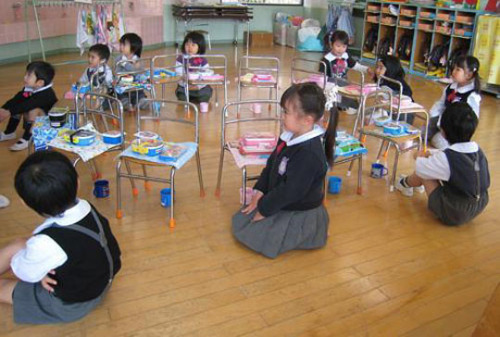 [Japan] The best kindergarten lessons are at lunch time. As kids enjoy their first few days of school in Japan, moms — and sometimes dads, too — beef up their culinary skills to give their kids a little bit of bento-boxed love (via The best kindergarten lessons are at lunch time | The Japan Times Online)