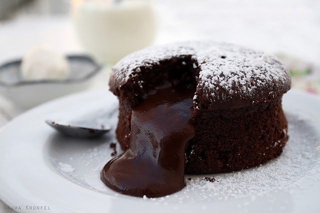 Chocolate Molten Cake (via Delicious Shots)