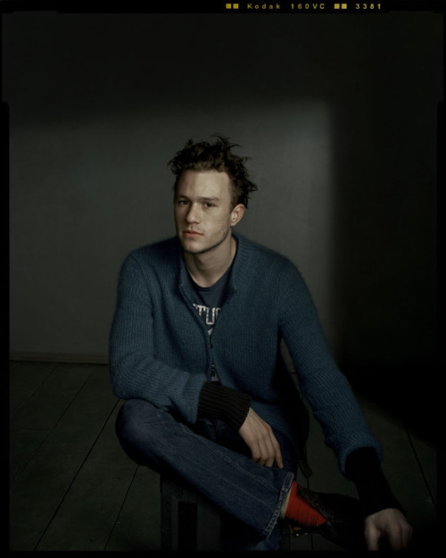 suicideblonde:  Heath Ledger photographed by Dan Winters in 2001  <3