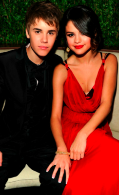 BREAKING NEWS: JUSTIN BIEBER & SELENA GOMEZ ENTER SPLITSVILLE? Rumour has it that the Biebs and his gorgeous girlfriend, actress and singer Selena Gomez are no longer a couple.  Do you think this is true or another addition to the Hollywood rumour mill?