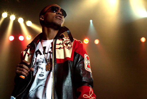BRAND NEW MUSIC: Lupe Fiasco - Airplanes ft. Hayley Williams (Unreleased Version) Download Here  Poor guy. Fuck when Labels give out instrumentals with hooks on them n no one knows about it.
