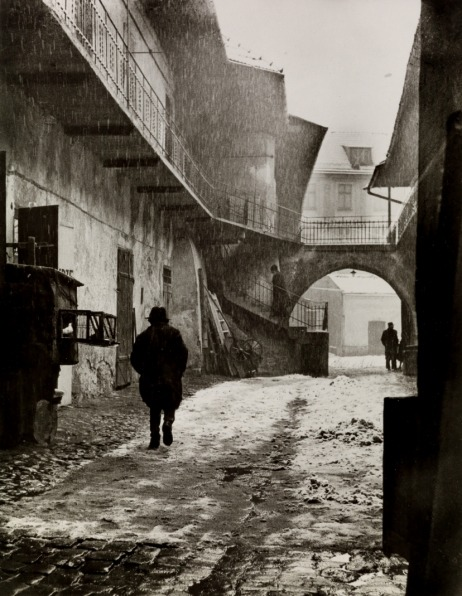 Roman Vishniac; The Vanished World. Courtesy Swann Galleries.