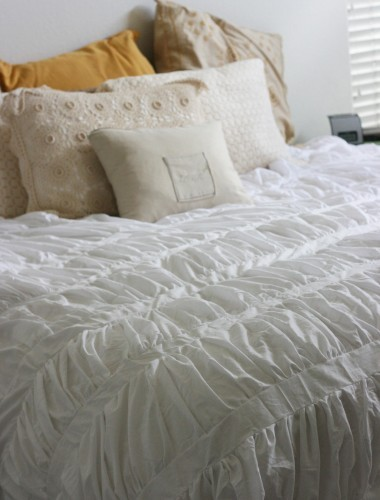 (via Made By Lex » Blog Archive » Anthropologie Cirrus Duvet Tutorial)