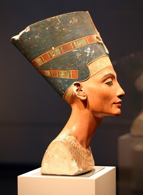 the eyes of nefertiti