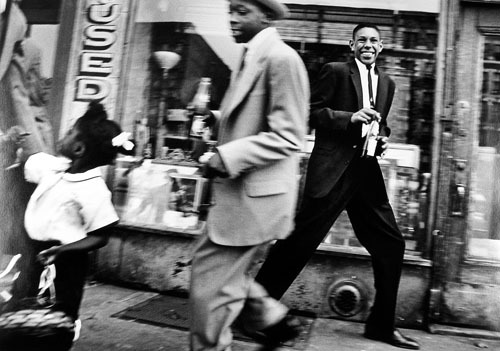 alivesoul:  Moves plus Pepsi Harlem, 1955 photo by William Klein