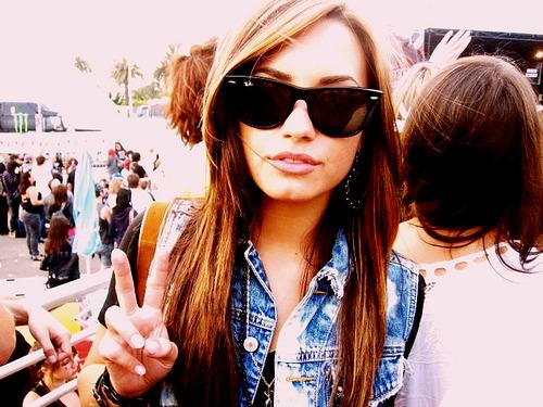 """thaissaviana: """" Eu sou responsável pelo o que eu falo, não pelo o que você entende. """" Demi Lovato"""