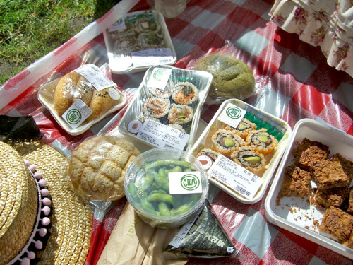 Picnic at St. James Park today! Sushi and Jessica's handmade flapjacks!