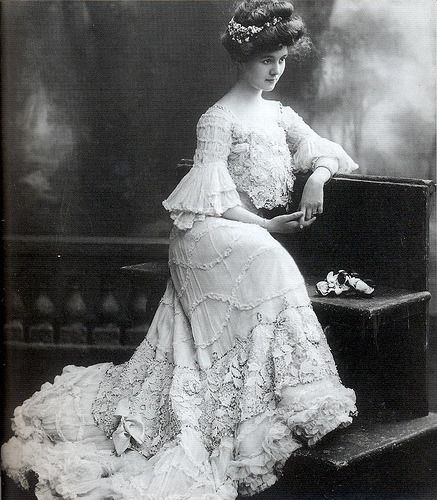 "ornamentedbeing:  The ""Gibson Girl,"" a style popularized near the end of the Victorian era around the 1890s, consisted of a natural, simple bun without much detail. Young women swept their hair into a loose bun at the back of their head. The bun mimicked the more elaborate pompadour style of the 1880s since it swept hair away from the forehead, but it lacked the height of the pompadour. Recreate the ""Gibson Girl"" style by loosely pulling your hair back into a simple bun and arranging the few loose strands of hair near the face and at the base of the neck into delicate curls.Read more: Simple Victorian Hairstyles 