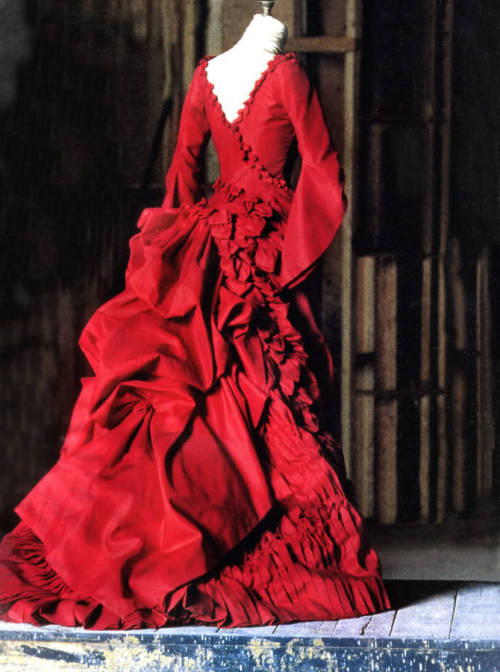 Mina Harker's dress from Dracula *faints*