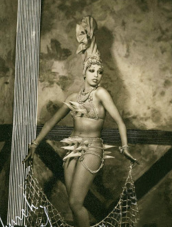 vintagegal:  Josephine Baker in costume for the Ziegfeld Follies of 1936