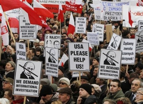 fuckyeahrussianpolitics:  People hold banners and placards during a demonstration in front of the  presidential palace marking the first anniversary of the Polish  presidential plane crash in Russia, in Warsaw, Poland, Sunday, April 10,  2011. One year after the accident that killed President Lech Kaczynski and 95 other officials, Poland is still deeply divided over the investigation into the crash.