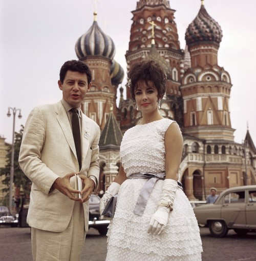 fuckyeah60sfashion:  Eddie Fisher & Elizabeth Taylor. July 17th, 1961.