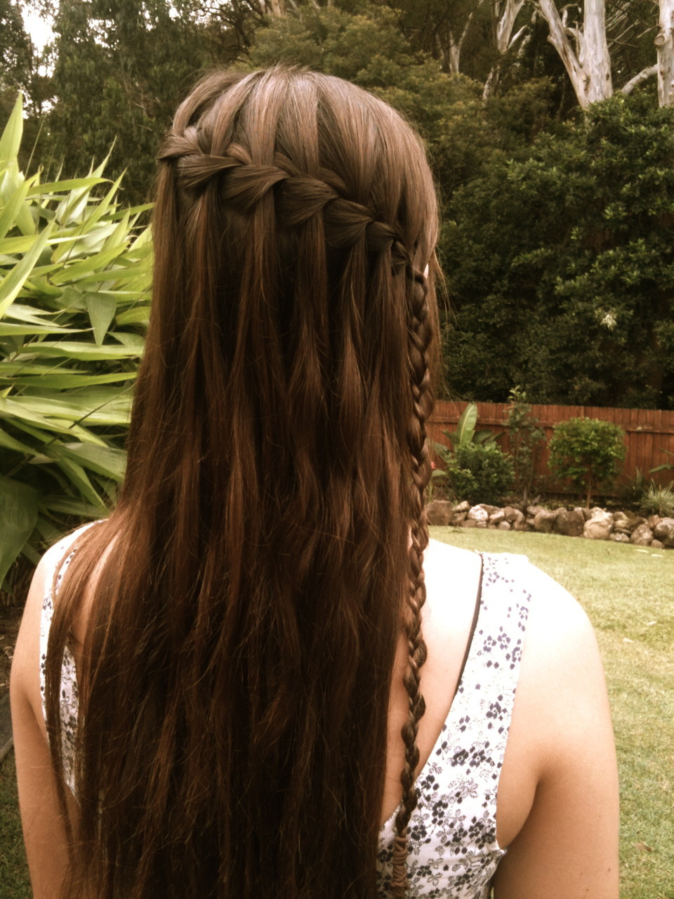 mistakes2belearntfrom:  redribbonsluts:  waterfall braid my skill :)  aw and it goes into that other braid! but i dont know what its called 0.O