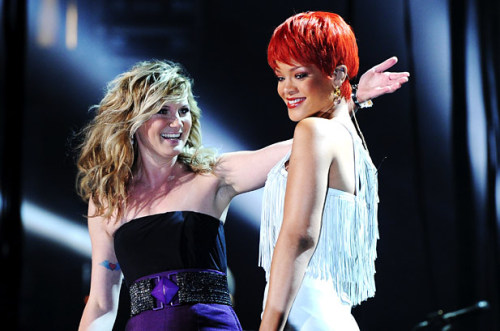 Photo of the week: Jennifer Nettles of Sugarland and Rihanna share a cross-genre moment at  the 46th Annual Academy of Country Music Awards ACM Fan Jam on April 3rd  in Las Vegas. via jdachs: