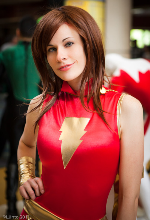 roxannameta:  angelophile:  Mary Marvel Cosplay by Ms. Mars at Megacon 2011. Photo by LJinto. (Source)  Guh!! Joanie. <3 How have I never seen this costume on her??