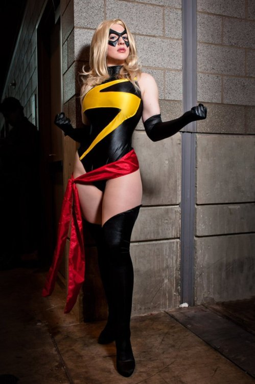 spandexandsportsbras:  supergirlscosplay:  Ms. Marvel cosplay  Easiest way to distract me from posting more Young Justice stuff? Ms. Marvel, Cosplay to boot! Like dangling a shiny object in front of a monkey…