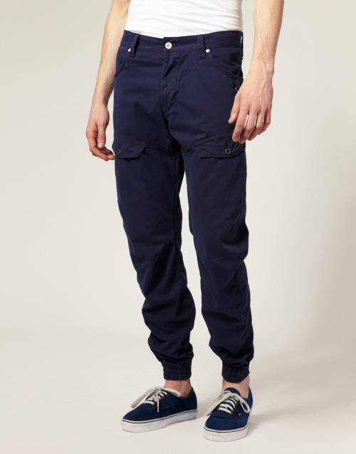 Show off your ankles this summer with Jack & Jones' Dale Feng Twist Cuffed Pants. Great for those summer days.
