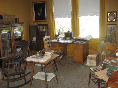 John Muir's Study When John Muir wasn't wandering through Yosemite and pondering the awe-inspiring power of nature, he lived with his wife in a 14-room mansion in Martinez, California that had been built in 1883 by his father-in-law. The Muirs occupied that home from 1890 until John's death in 1914.