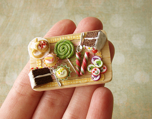 daintyloops:  Miniature Food - Birthday Board (by PetitPlat Food Art - Stephanie Kilgast)